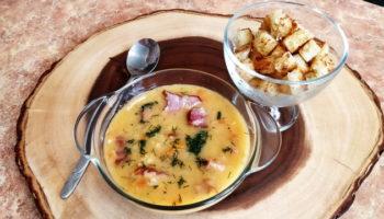 Гороховый суп с копчеными рёбрышками и гренками