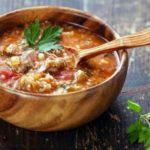 Настоящий, суп харчо, как грузинский народ – острый, горячий, певучий.