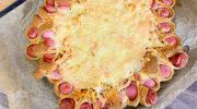 Пирог с копченой грудкой и сосисками