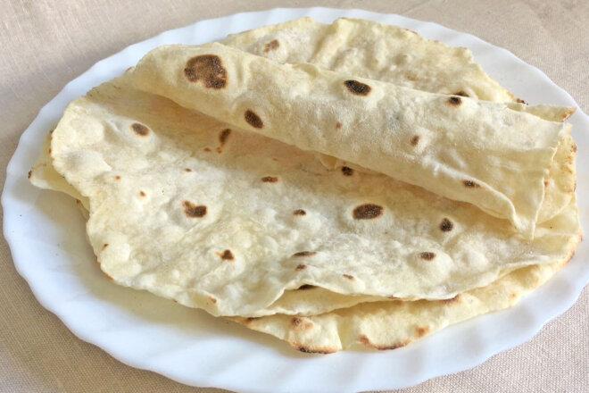 Простые и вкусные лепешки тортильяс всего из 5 ингредиентов. Готовятся также быстро, как и съедаются