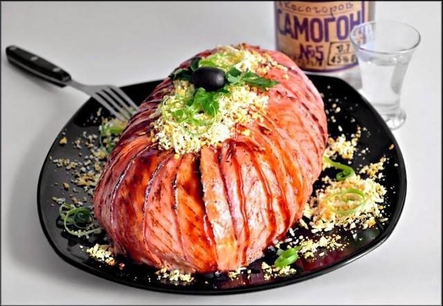 """Салат """"мимоза"""" с карамелизованным лососем."""