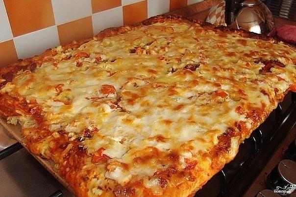 Это рецепт для тех, кто любит пиццу, но ленится ее готовить по всем правилам итальянской кухни
