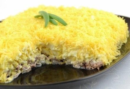 акой салат хорошо подойдет к любому празднику или просто для сытного ужина.