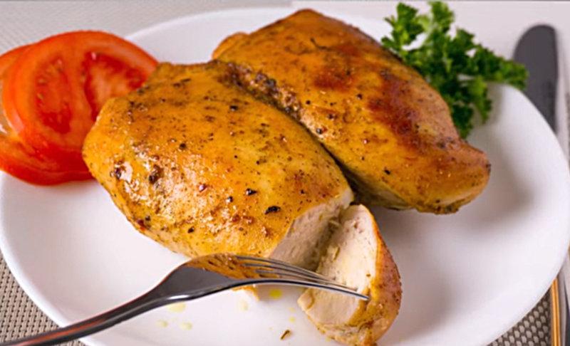 Диетическая сочная и нежная куриная грудка в фольге