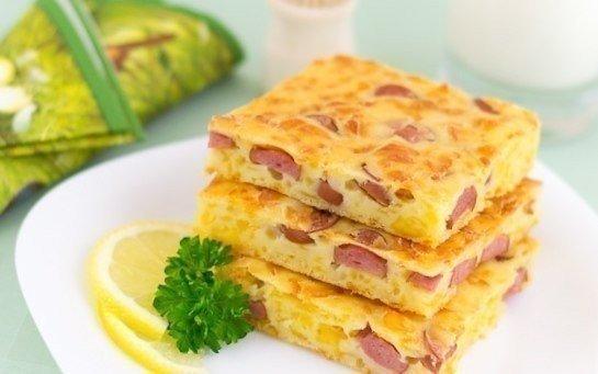 Пирог с сыром и сосисками на завтрак