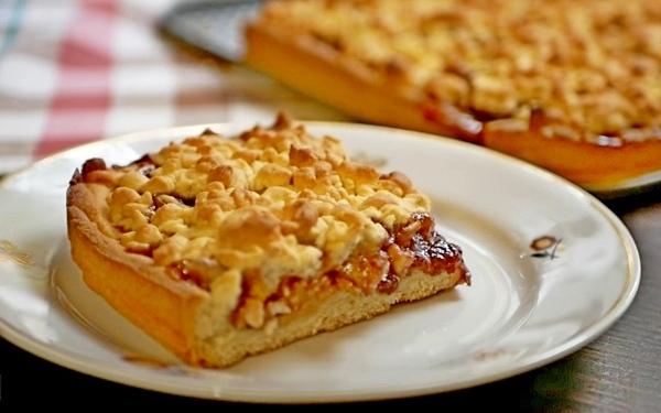 Тертый пирог классический или венское печенье.