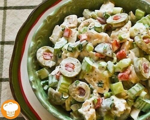 Вкусное, питательное блюдо, которое содержит совсем мало углеводов. Салат с курицей и оливками рецепт