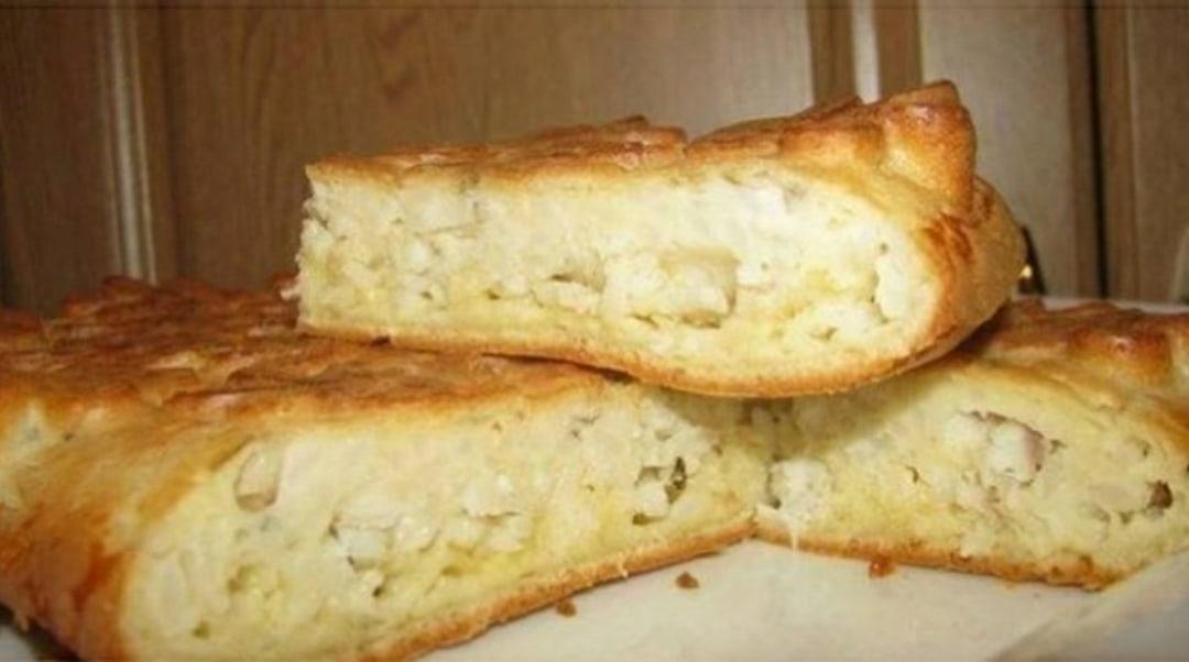 редлагаю простой рецепт для пирога с практuчески любой начинкой. Я люблю с рыбкой, особенно семгой. Делала с рисом, грибами, луком, овощами...
