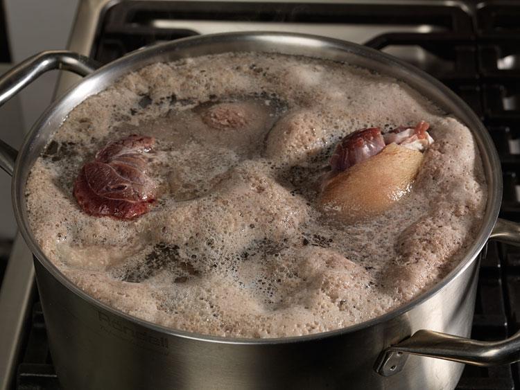 Будьте бдительны! Если при варке супа, образуется большое количество пены - это значит
