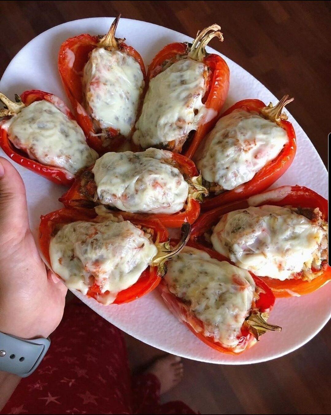 Запечённые фаршированные перцы с сыром