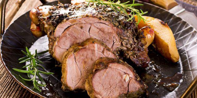 Мясо по этому рецепту готовится несколько часов, но результат того стоит