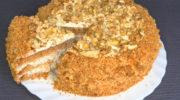 Медовый бисквитный торт со сметанным кремом и грецкими орехами, рецепт с фото и видео