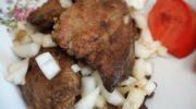 Телячья печень с репчатым луком на сковороде, рецепт с фото