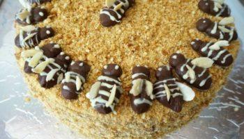 Медовый торт «Пчелки», рецепт с фото