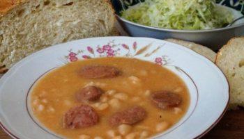 Фасоль с копчеными колбасками по-сербски, рецепт с фото