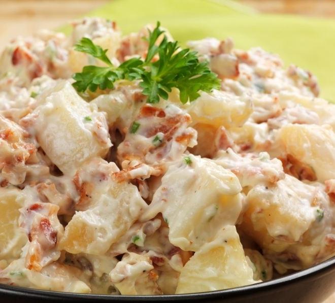 Картофельный салат с ветчиной и солеными огурцами