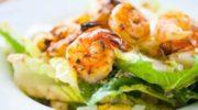Салат с креветками и очень вкусным соусом