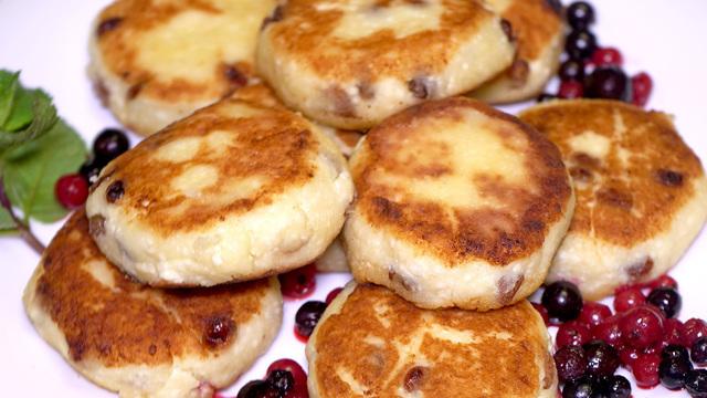 Сырники из творога, с изюмом, на завтрак