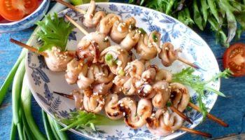 Шашлычки из кальмаров с чесноком