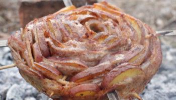 Картофель со свиной грудинкой в фольге на углях, рецепт с фото и видео