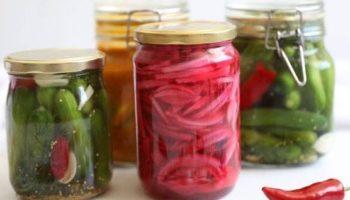 6 идей блюд с прошлогодними соленьями и маринадами