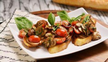 Брускетта» (с жаренными грибами и свежими помидорами)