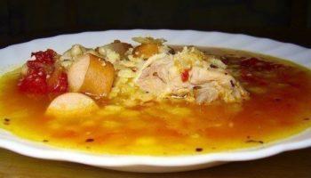 Итальянский томатный суп с сосисками.