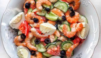 Салат с креветкам и овощами
