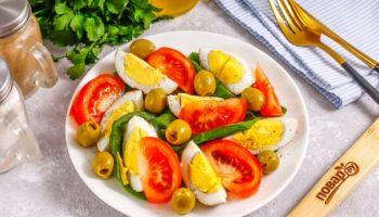 Салат с копчеными яйцами