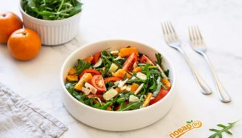 Салат с рукколой и мандаринами