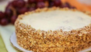 Торт-безе «Королевский» с орехами, рецепт с фото