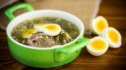 Блюдо дня: зеленый борщ со щавелем и шпинатом