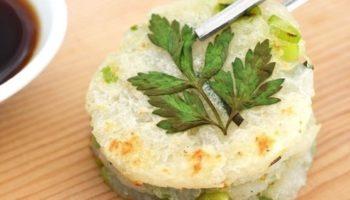 Картофельные мини-блины с чесноком и зеленым