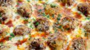 Куриные фрикадельки в томатно-сырном соусе
