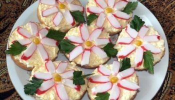Бутерброды «Крабовые цветы»