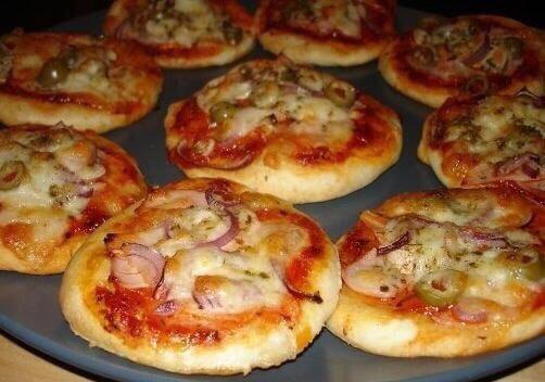 Готовим маленькие пиццы