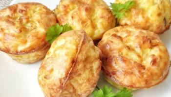 Кабачковые кексики с ветчиной и сыром