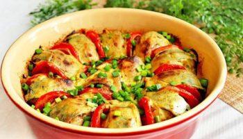 Скумбрия с луком и помидорами в духовке