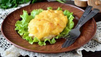 Kуриная отбивная с ананасом и сыром в духовке