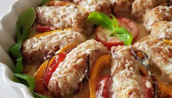 Мясные колбаски, запечённые в духовке