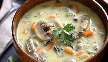 Суп с рисом, грибами и сливками