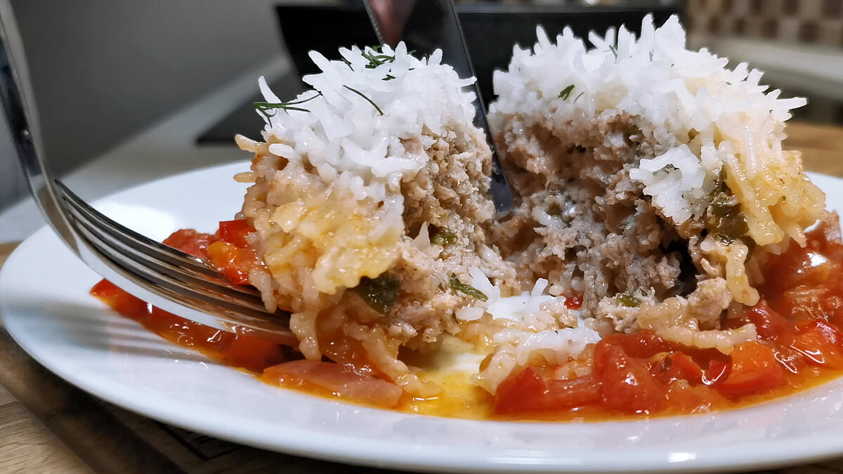 Котлеты в рисовой обертке с соусом