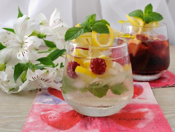 Лимонад с мятой и малиной