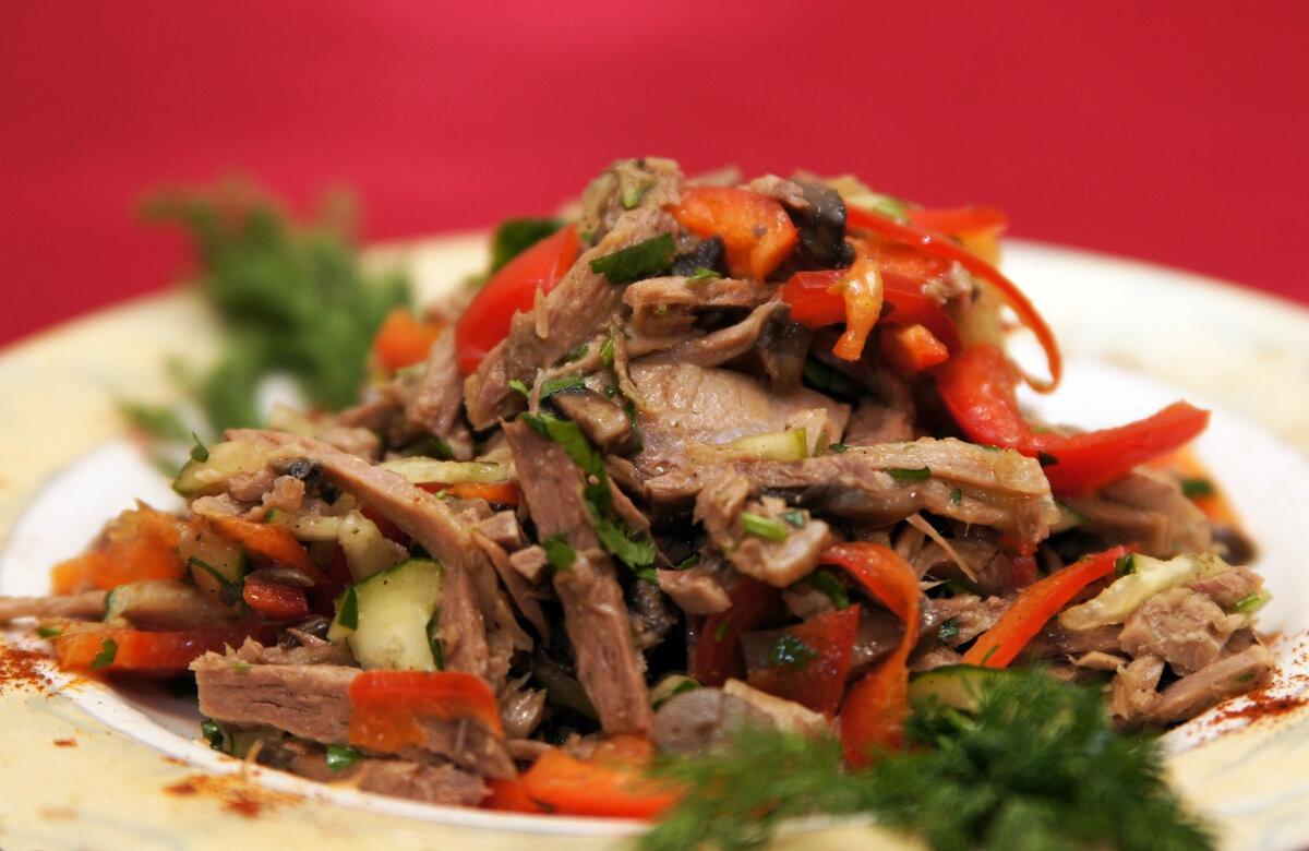 Свежий овощной салатик с говядиной