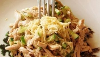 Вкусный салат с курицей и огурцами