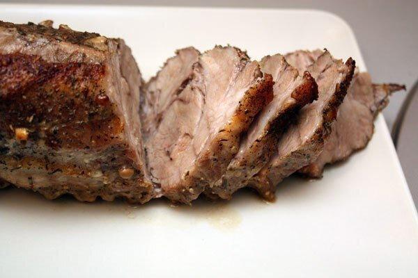 Свинина, запеченная куском со специями