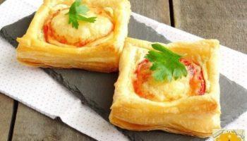 Слойки «Телегpaммки» с помидopами, ветчиной и сыром