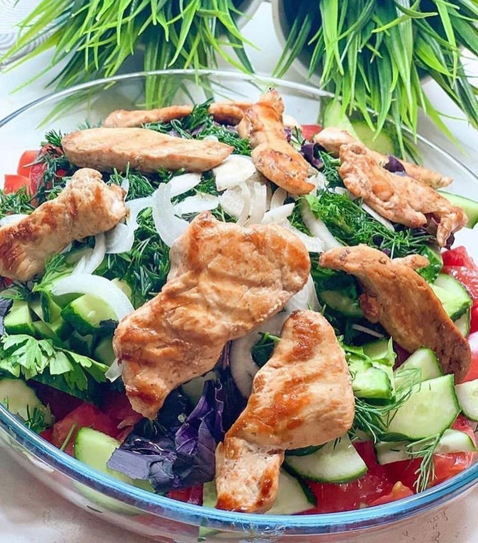 """Салат """"Курица с овощами"""""""