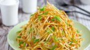 Caлат «Муравейник» с курицей и картофельной соломкой