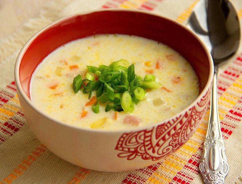 Сырный суп с ветчиной и овощами